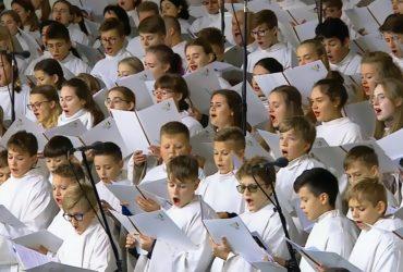 """(Lietuviškai) """"DAGILĖLIS"""" GIEDOJO POPIEŽIAUS AUKOJAMOSE MIŠIOSE"""
